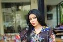 المذيعة السورية رولا منصور تبدو كنسخة من هيفاء وهبي