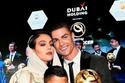 صديقة كريستيانو رونالدو بقفطان مغربي وحجاب بحفل جائزة غلوب سوكر في دبي