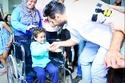 حقق الفنان تامر حسني أمنيات كثير من أطفال السرطان برؤيته