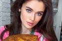عارضة ازياء روسية تشعل ضجة بيومياتها بالحجر المنزلي: رشيقة تدمن الأكل