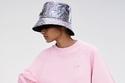 أزياء رياضية باللون الوردي من مجموعة Karl Lagerfeld
