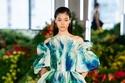 فستان بأكتاف منسدلة مطبوع من مجموعة Jason Wu ربيع وصيف 2022
