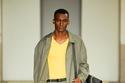 بدلة باللون الأخضر الرمادي مع توب أصفر من Salvatore Ferragamo