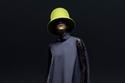 أزياء أنيقة من الصوف وقبعة ملونة من مجموعة Nina Ricci ما قبل خريف 2021