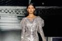 فستان لامع باللون الفضي من  Burberry