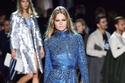 فستان هاي كول لامع من Marc Jacobs