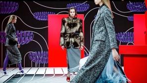 Prada يعرض مجموعته بشكل سريالي في أسبوع الموضة في ميلان