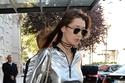 أجمل حقائب ديور التي حملتها عارضة الأزياء بيلا حديد