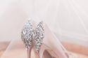 حذاء عروس مزين بالكريستال من الخلف