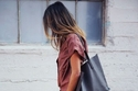 موضة حقائب التسوق بصيف 2021 مع الملابس الكاجوال