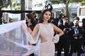 Mahlagha Jaberi بفستان أبيض بمهرجان كان السينمائي
