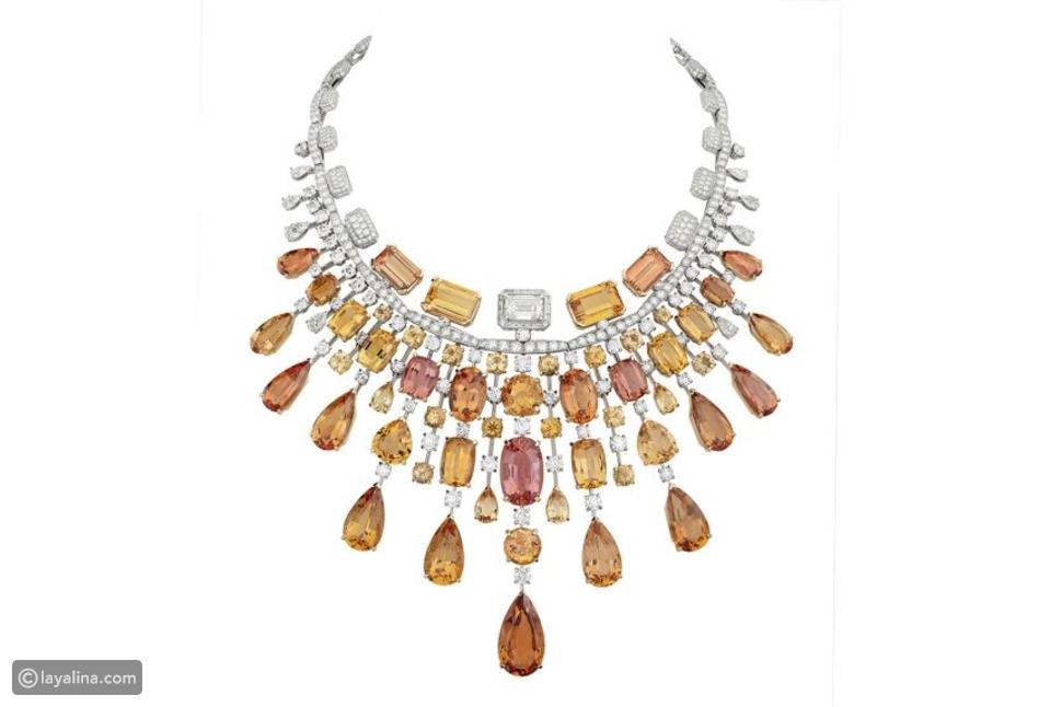 مجوهرات مزينة بزخارف فاخرة