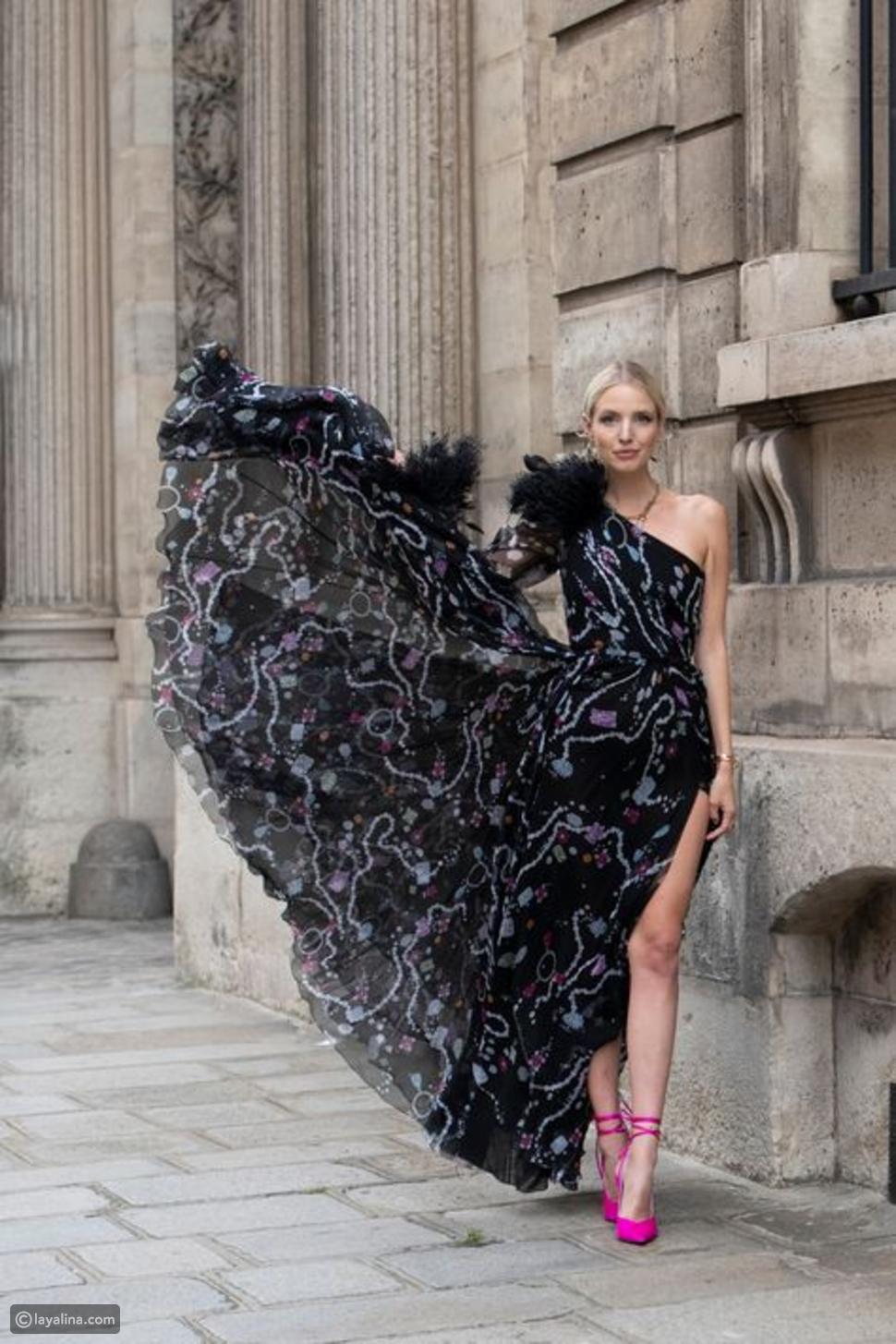 الفستان الطويل المطبوع باللون الأسود