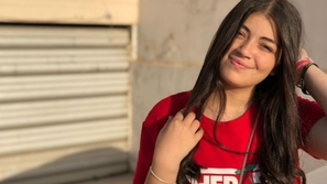 ليلى ابنة أحمد زاهر تغير لون شعرها في خطوة مفاجئة...هكذا أصبح شكلها!