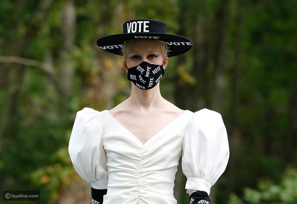 قبعات حقوق المرأة في حق التصويت تمثل في كريستيان سيريانو