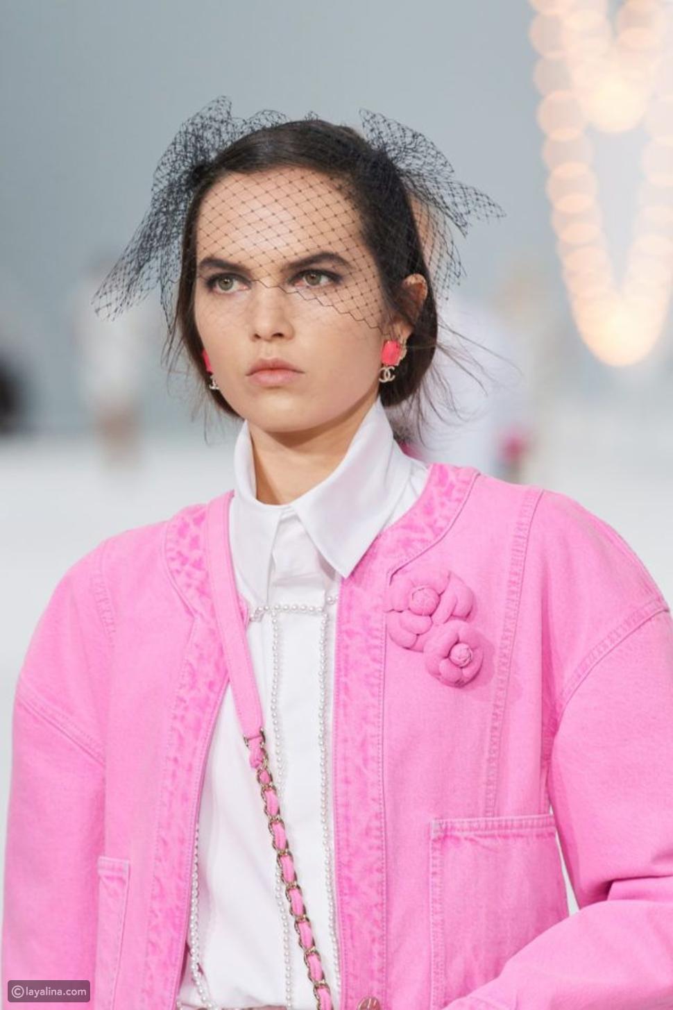 قميص مزين بالؤلؤ من Chanel