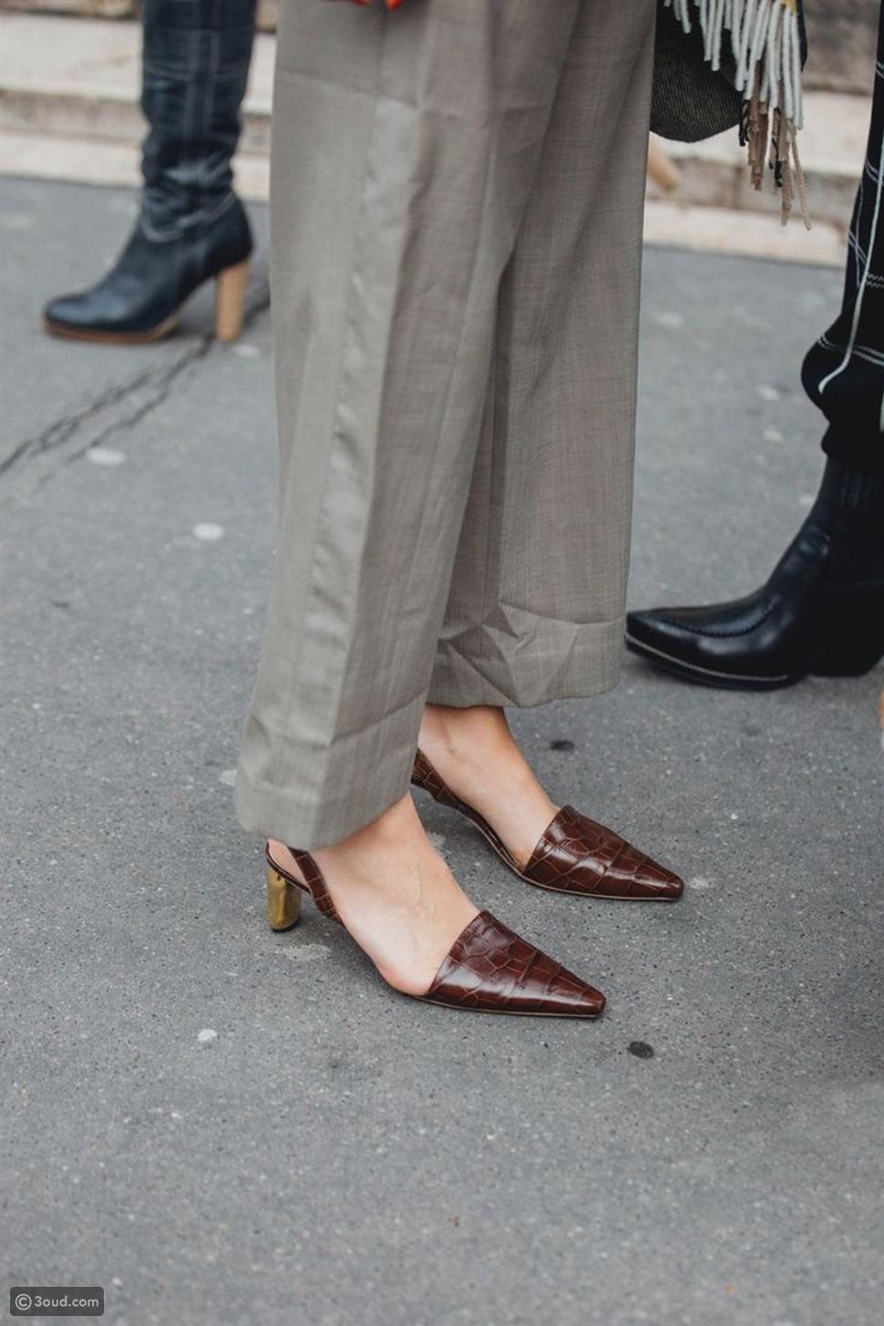 أحذية عالية الكعب بتصميم عصري من جلد التمساح