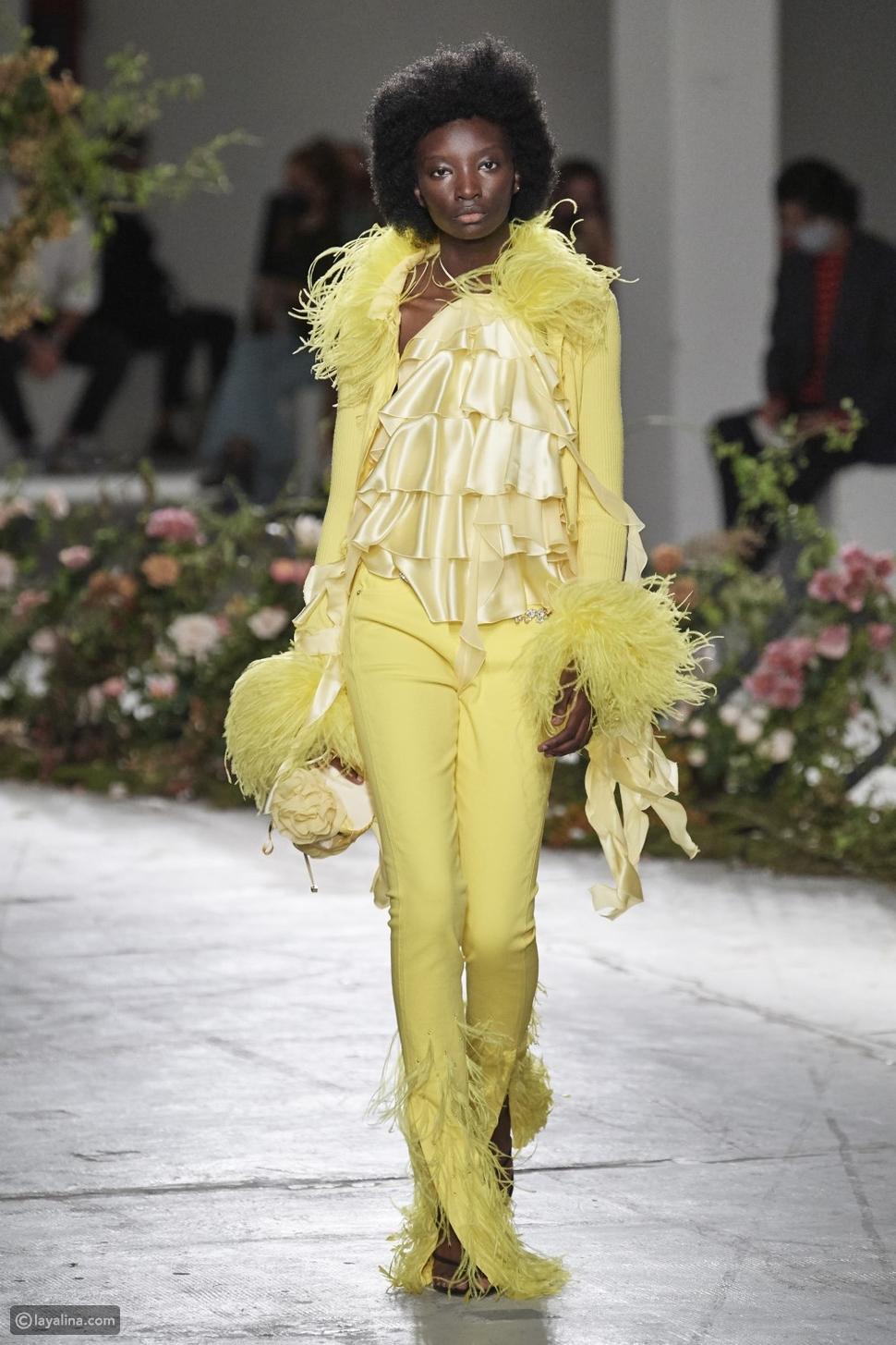 الأصفر الباهت باستيلPastel Yellow