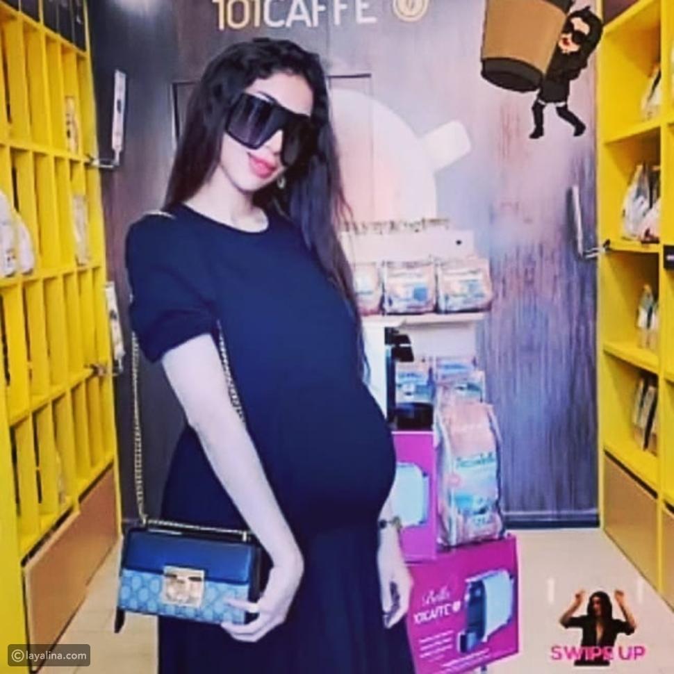 دنيا بطمة تصطحب زوجها محمد الترك وابنتهما غزل بجولة تسوق