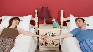 نوم الزوجين في غرف منفصلة: إيجابياتها وسلبياتها