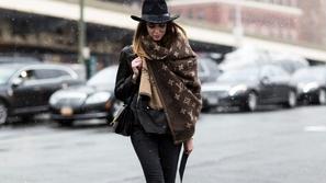 طرق رائعة ومختلفة لارتداء الوشاح في الشتاء