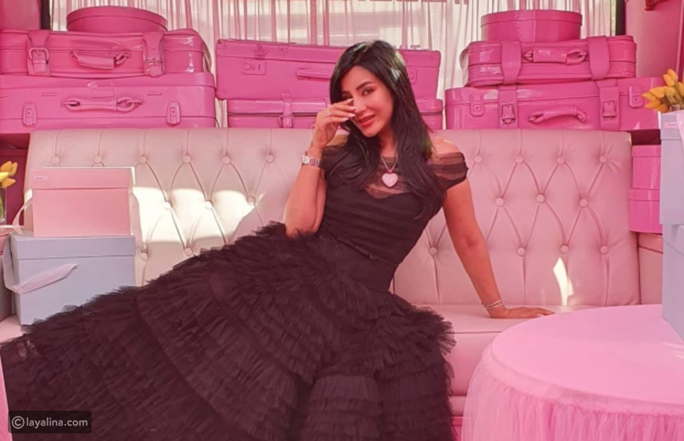 لجين عمران تتألق بفستان أسود من زينة زكي