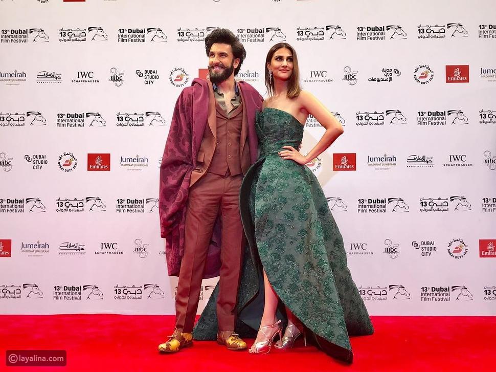نجما فيلم بيفيكري فاني كابور ورانفير سينغ على السجادة الحمراء في مهرجان دبي السينمائي 2016