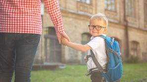 كيفية التعامل مع الطفل في أول يوم دراسي