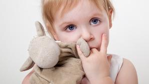 قضم الأظافر عند الأطفال: الأسباب وطرق العلاج