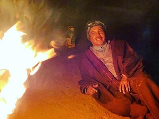 الفنان محمد عبده في نزهة بالصحراء: صورة ترد على الشائعات