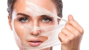 الطريقة الصحيحة لتقشير الوجه في الشتاء