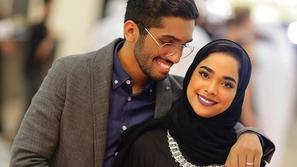 أحمد خميس يتعرض لموجة من الانتقادات بعد تصرفه مع زوجته مشاعل الشحي