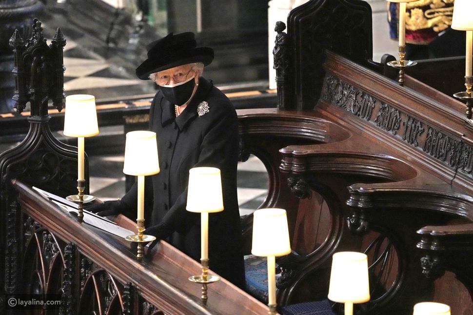 الملكة إليزابيث ترتدي بروش خاصاً في جنازة زوجها الأمير فيليب