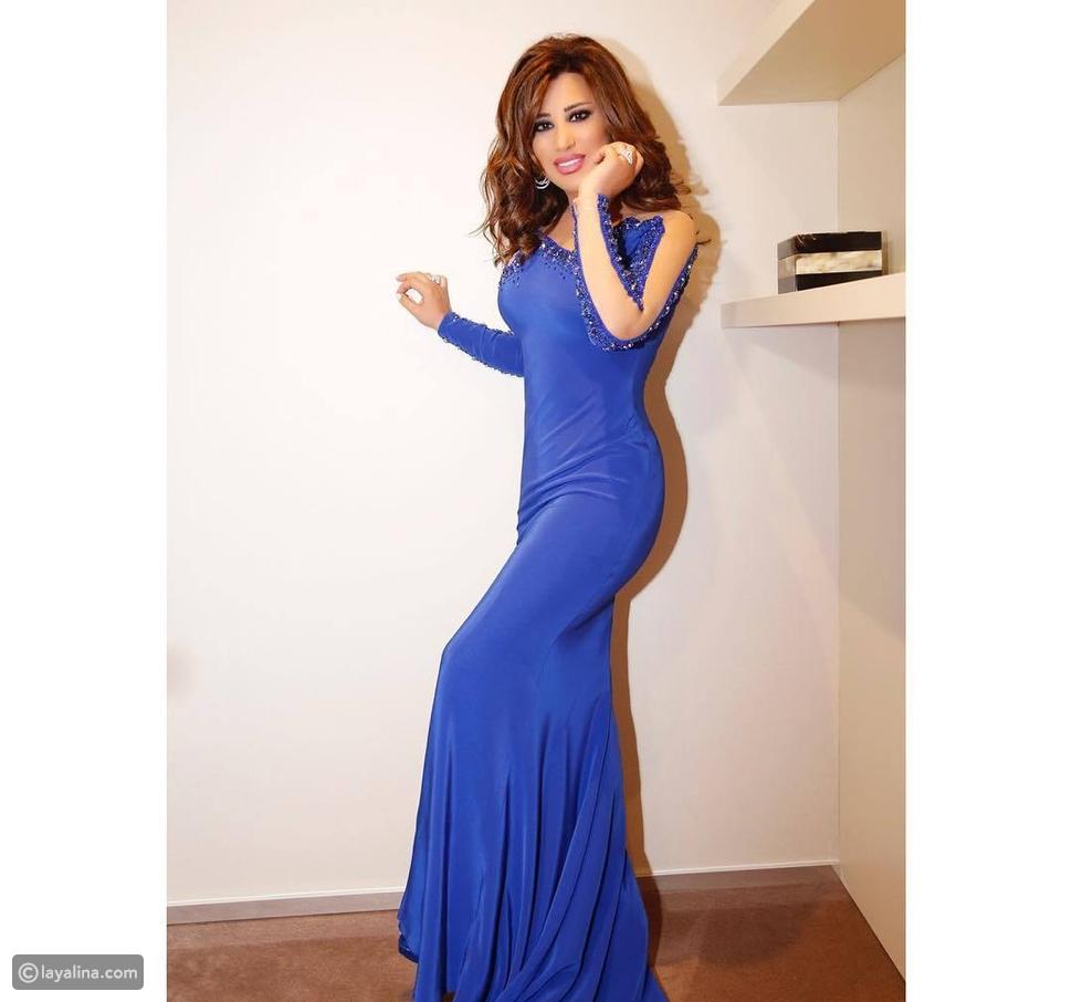 فستان نجوى كرم باللون الأزرق من تصميم نيكولا جبران