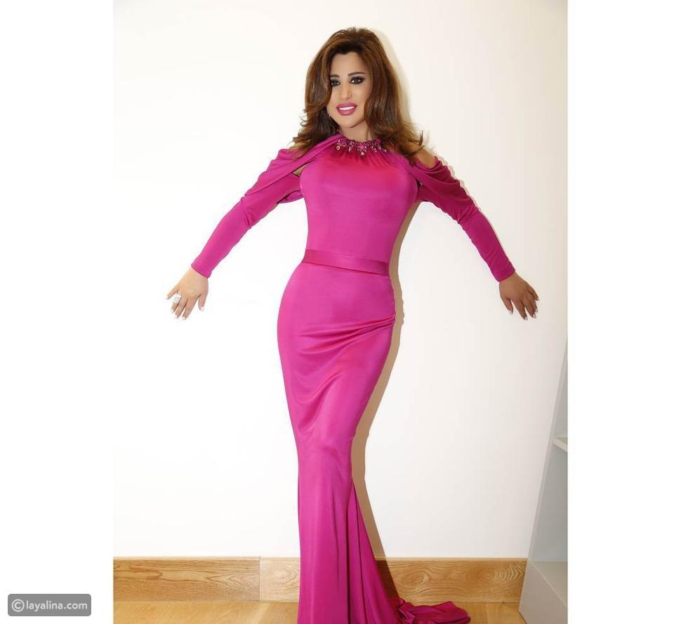فستان نجوى كرم بفستان وردي من نيكولا جبران