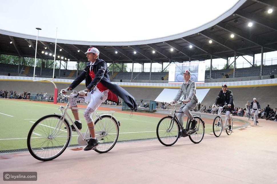 عرض أزياءThom Browne على الدراجة