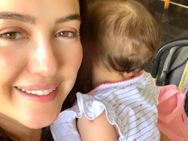 كندة علوش تنشر صورة واضحة لوجه ابنتها لأول مرة وتعلق بكلمات مؤثرة
