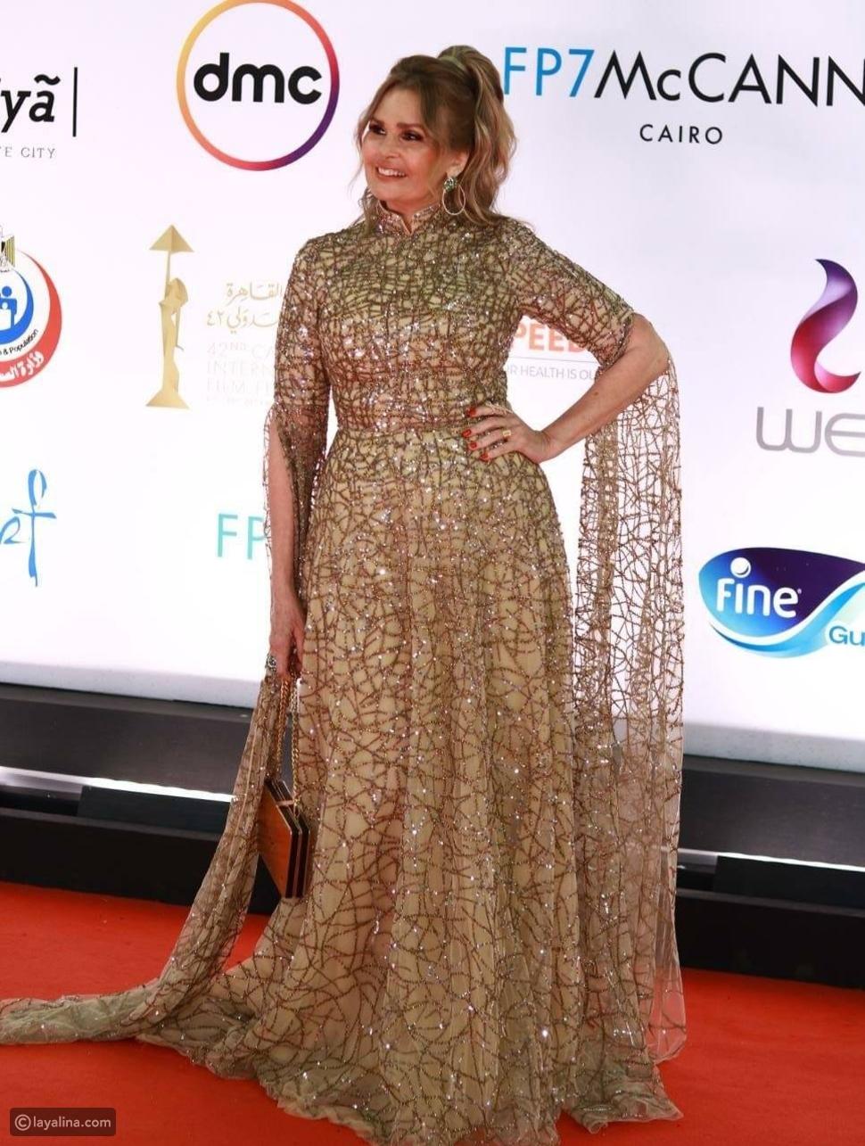 إطلالة ذهبية من يسرا في ختام مهرجان القاهرة السينمائي 2020