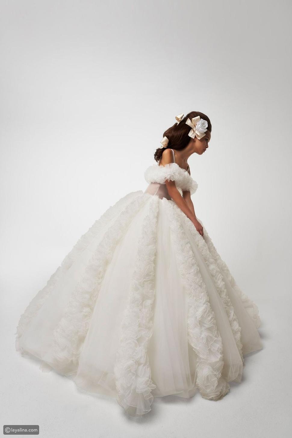 فساتين زفاف مثيرة للإعجاب من مجموعات هوت كوتور لربيع وصيف 2021