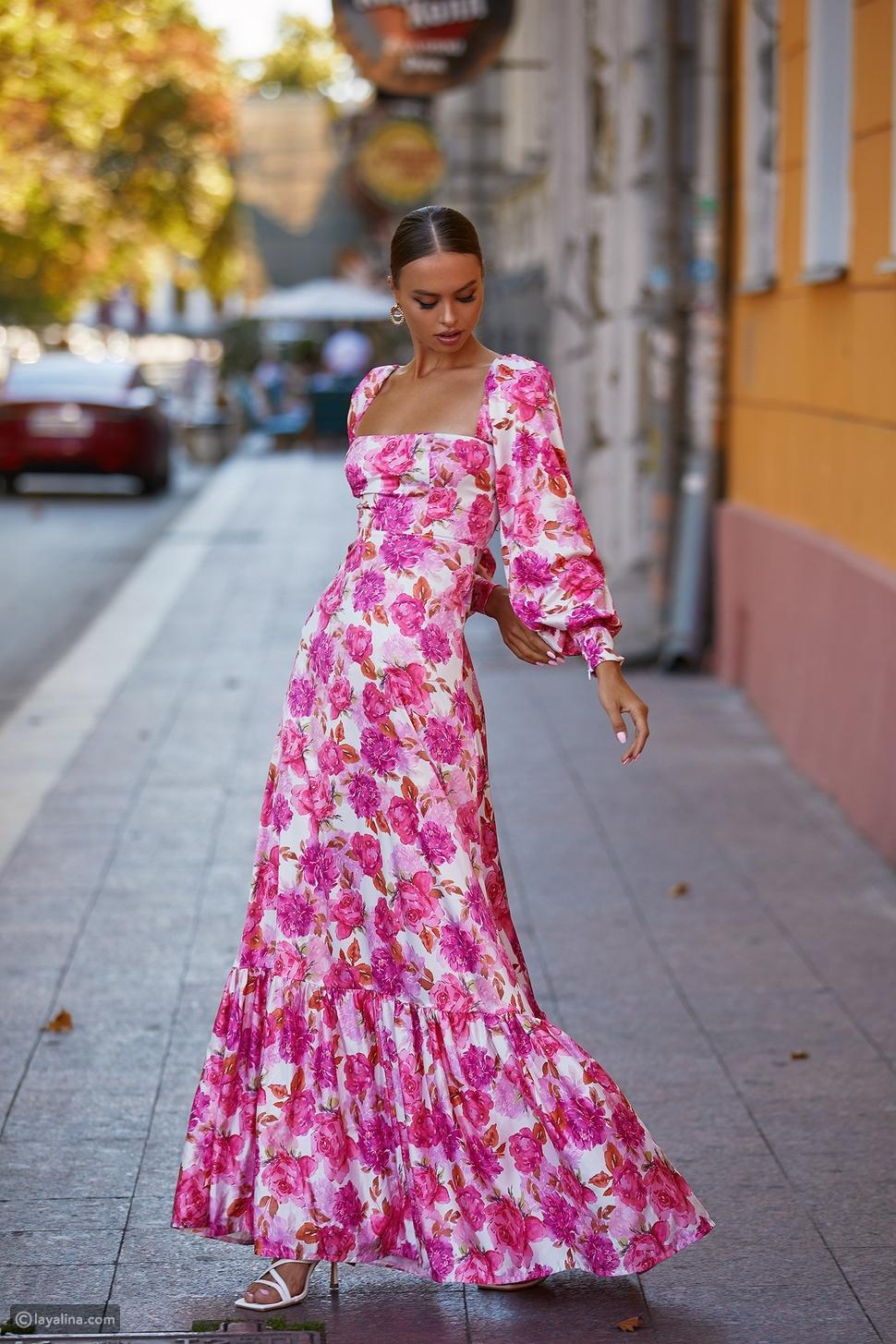 أزياء مزينة بنقش الأزهار