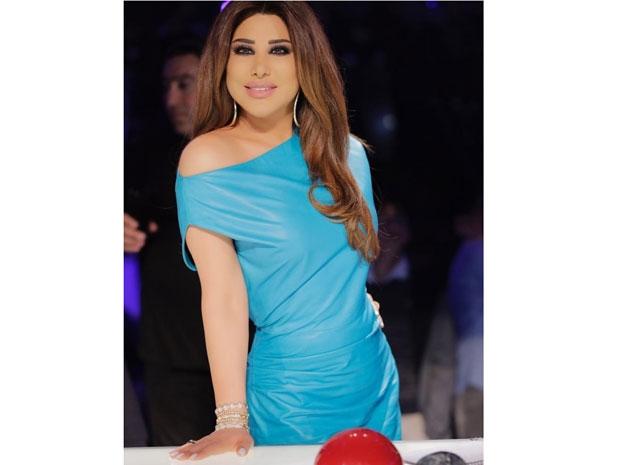 نجوى كرم خطفت الأنظار في عرب غوت تالنت بفستانها القصير