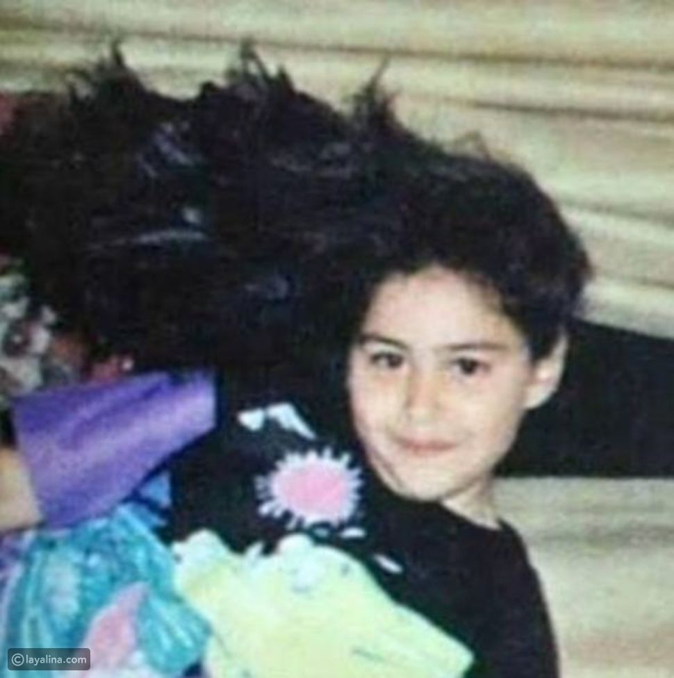 صورة منة شلبي في الطفولة تكشف لجمهورها جمالها الطبيعي فهل تغيرت اليوم؟
