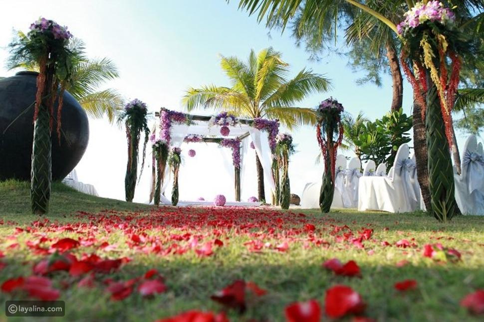 تحضيرات زفاف على الشاطئ