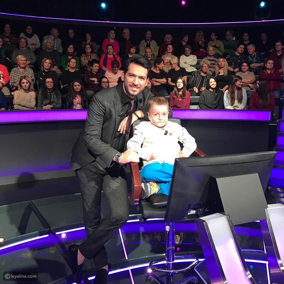 مراد يلدريم يستقبل طفل مريض في برنامج من سيربح المليون