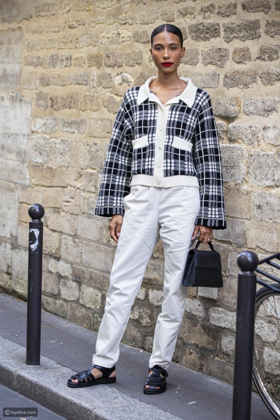 بنطال جينز أبيض مع صندل رياضي Chunky