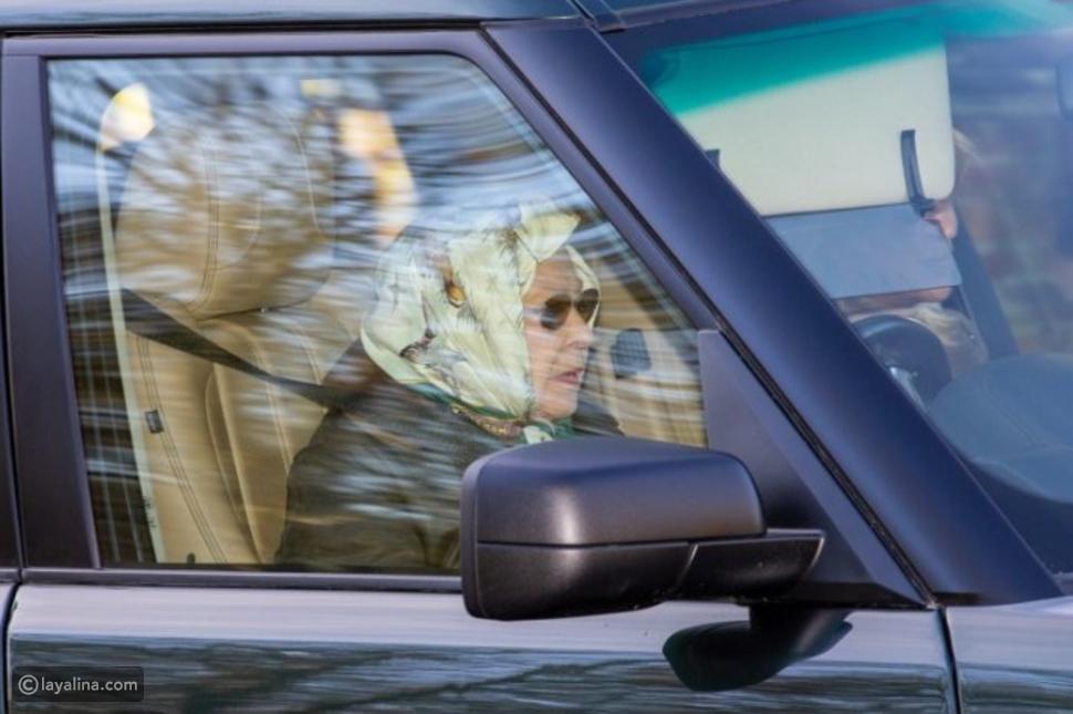 الملكة إليزابيث تقود سيارتها بدون رخصة أو حزام أمان