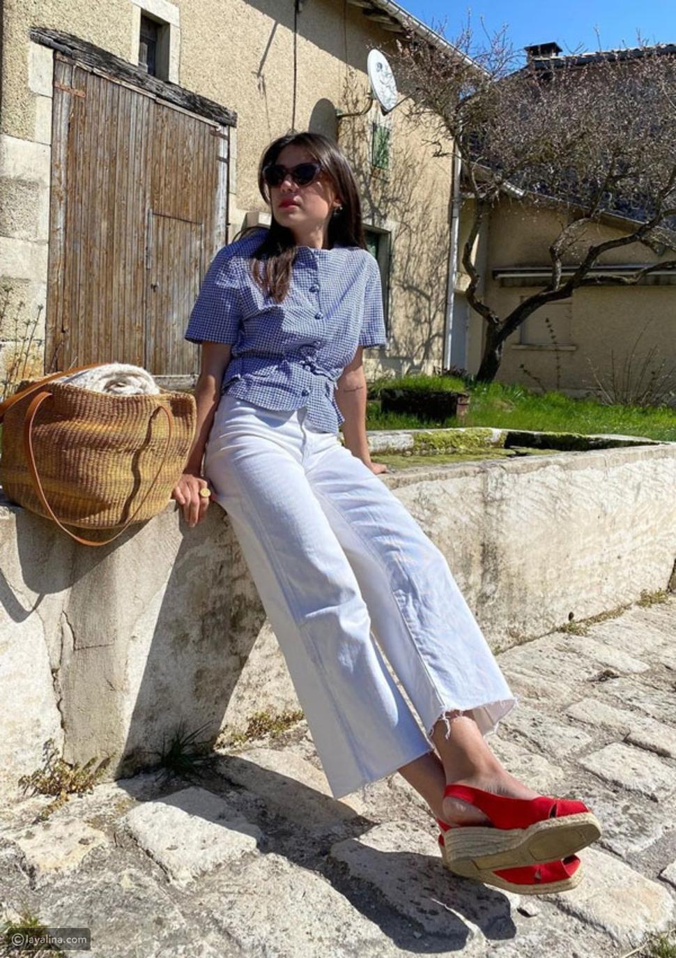 الجينز الأبيض مع أحذية إسبادريل باللون الأحمر