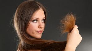 استعيدي عافية شعرك المتقصف بثلاث وصفات