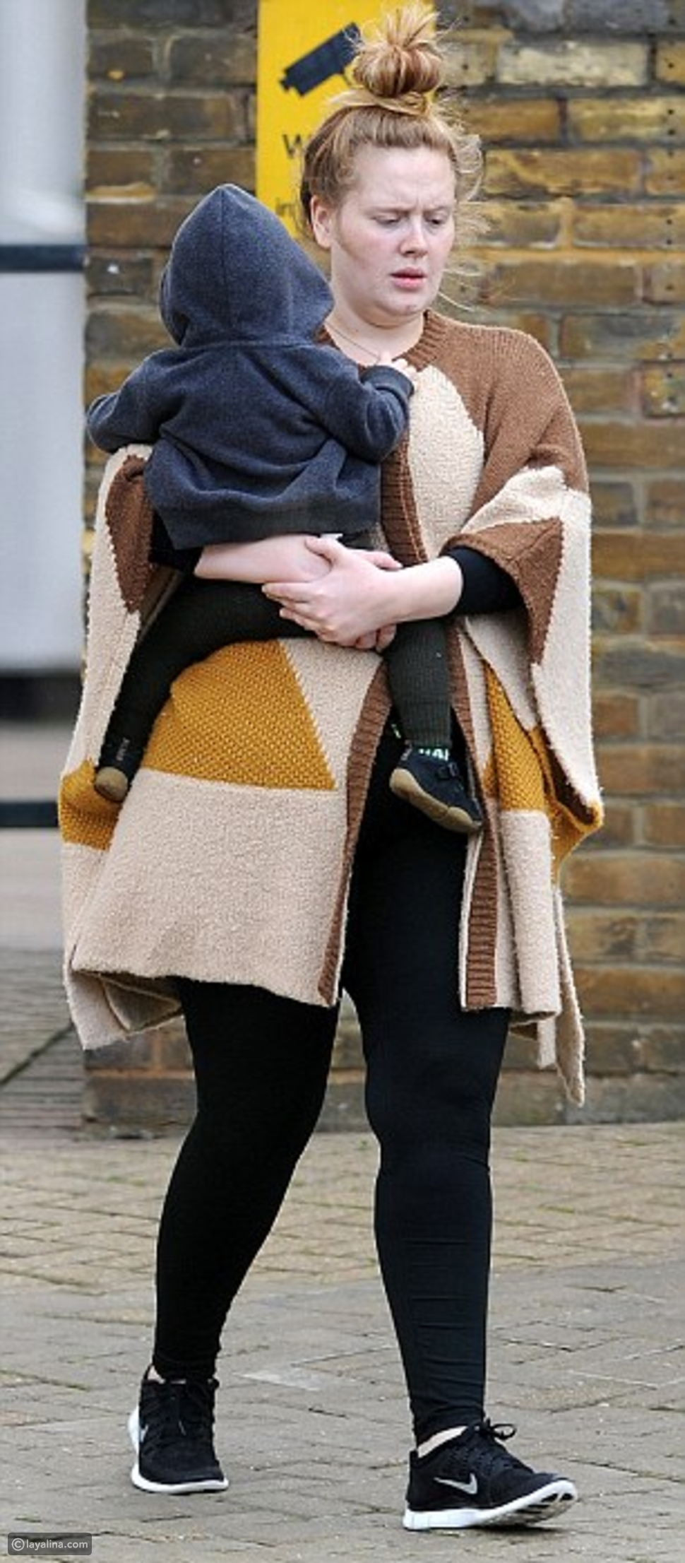 بالصور: إطلالة أديل بدون مكياج وبشعر منكوش تصدم جمهورها!