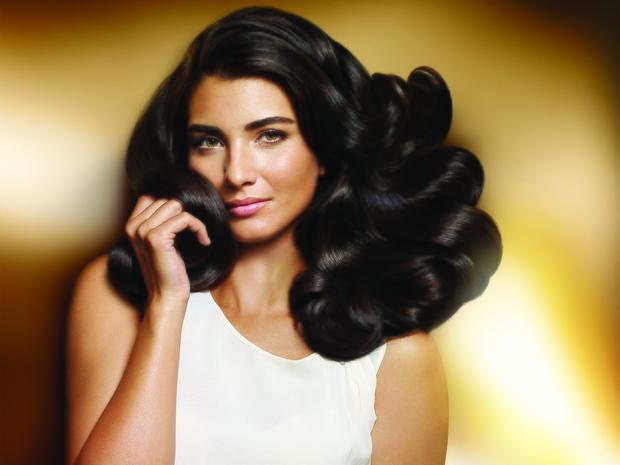 اكتشفوا سر جمال شعر النجمة التركية توبا بويوكوستين